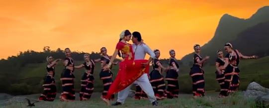 Bharatnatyam Tamil Dance (Chennai Express Movie) Photo: T-series