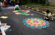 Rangoli-Hindu-Ladies-India (1)