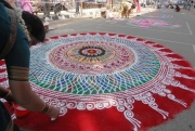 Rangoli-Kolam-Hindu-Woman-Drawing-India (10)