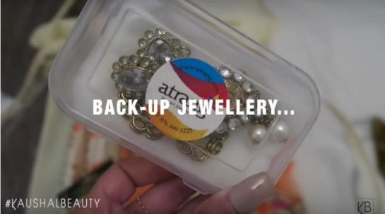 2-back up jewellery-Hindu-Diwali-Make-up-Fashion-Indian-Women-FEstival