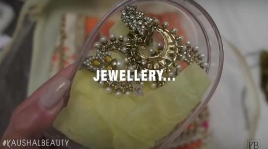 6-Jewellery-Hindu-Diwali-Make-up-Fashion-Indian-Women-FEstival