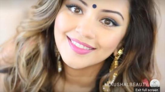 Hindu-Diwali-Make-up-Fashion-Indian-Women-FEstival (1)