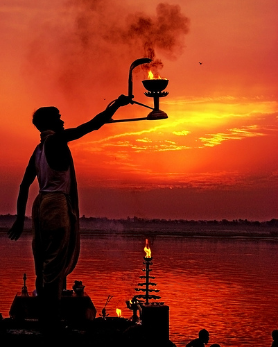 Hindu-new-yar-morning-prayers-india