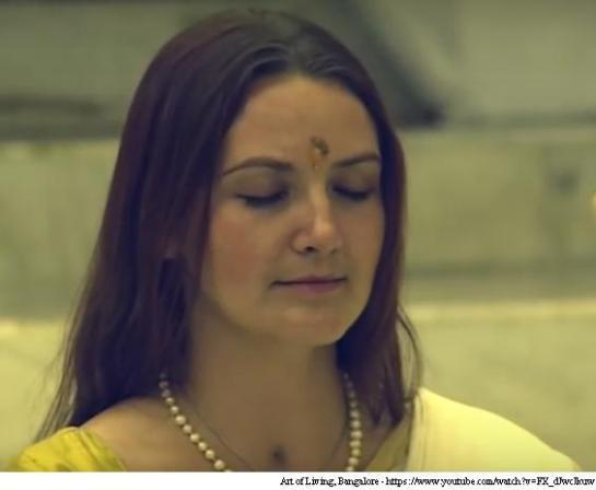 Woman-Veda-Mantra-Chanting-Hinduism
